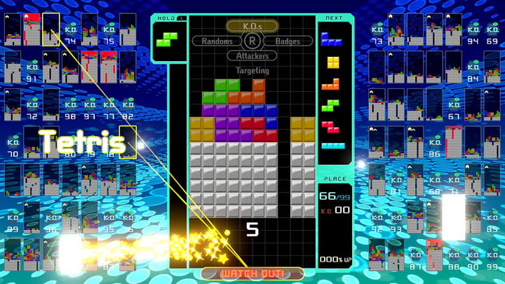 Player attacking in Tetris 99.