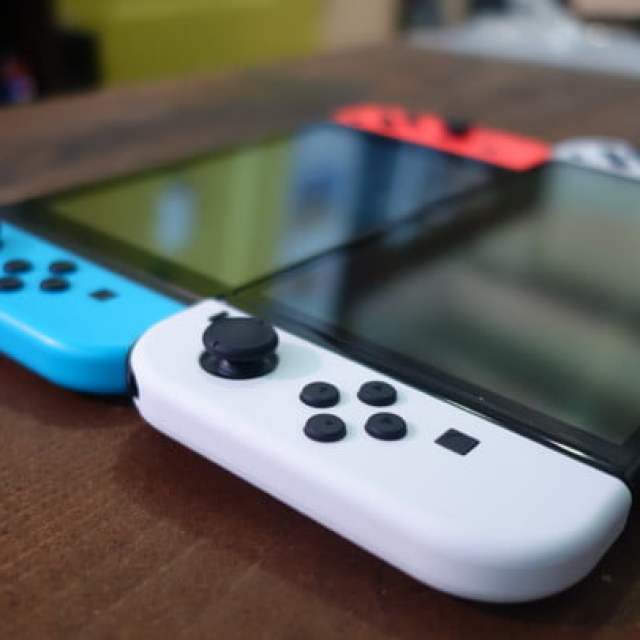 A Nintendo Switch OLED and a 2019 Switch model side by side.
