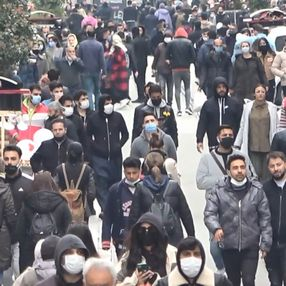 İstiklal Caddesi'nde pazar yoğunluğu