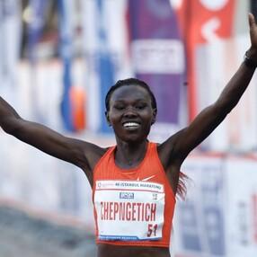 Kenyalı atlet Ruth Chepngetich İstanbul Yarı Maratonu'nda rekor kırdı
