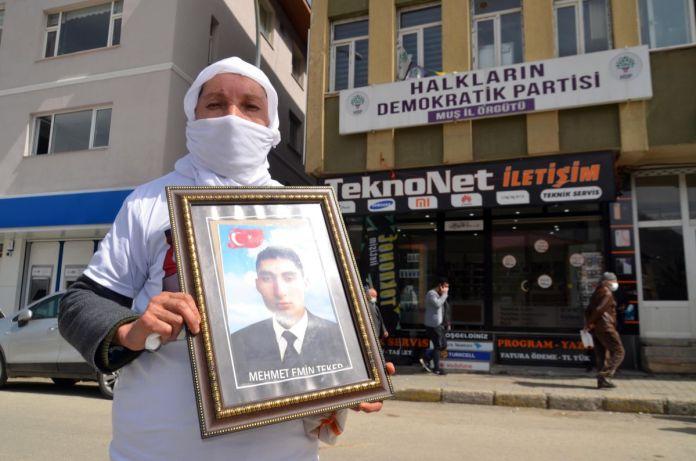 Muş taki ailelerin, HDP binası önündeki eylemleri sürüyor #5