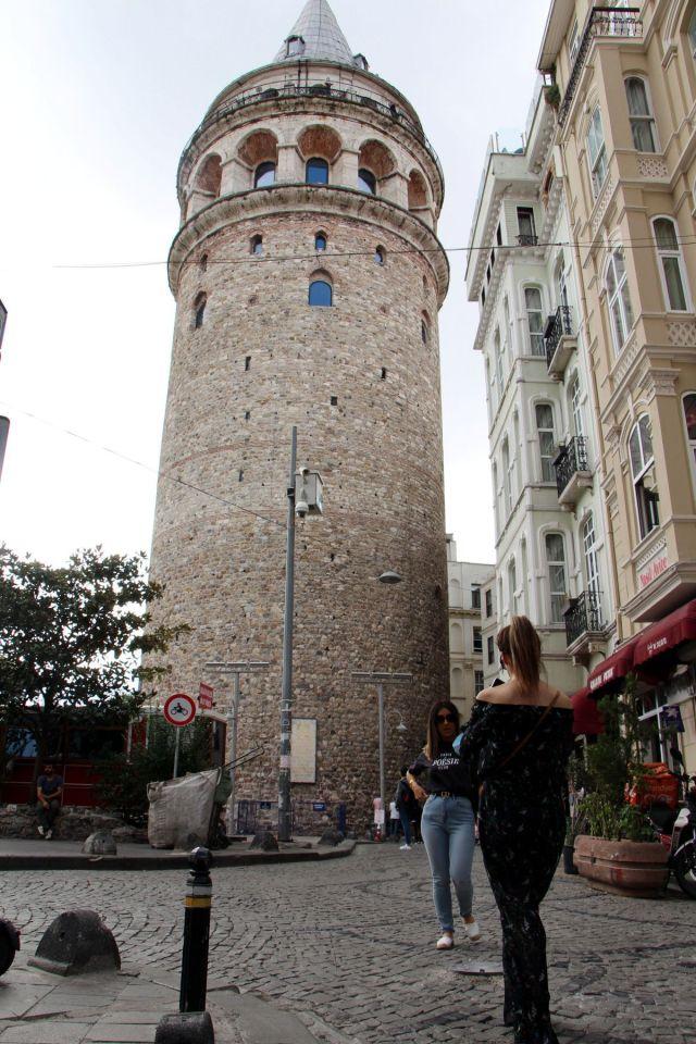Galata Kulesi önündeki tepki çeken KGYS direği kaldırılıyor #1