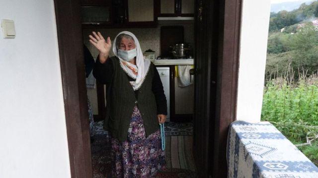 Akçaabat ta koronavirüs ü evde atlatan yaşlı kadın  herkes aşısını olsun  dedi #2