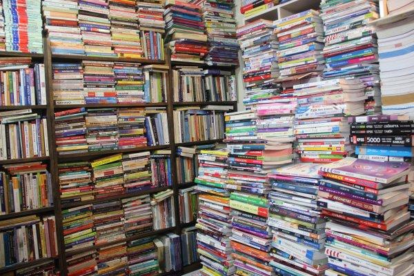 Merakı uğruna 6 yılda 12 bin kitap biriktirdi