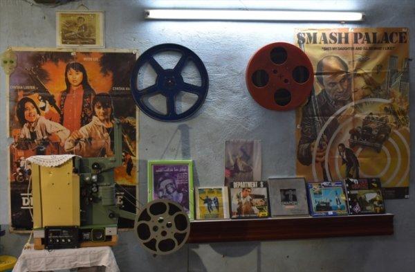 Sinema tutkunu evini müzeye çevirdi