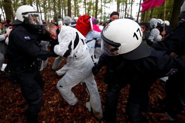 Almanya'da çevreciler orman direnişine devam ediyor