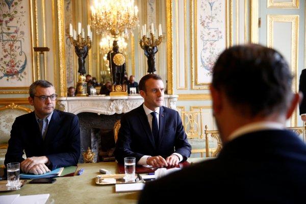 Macron'dan Sarı Yelekliler ile görüşün talimatı