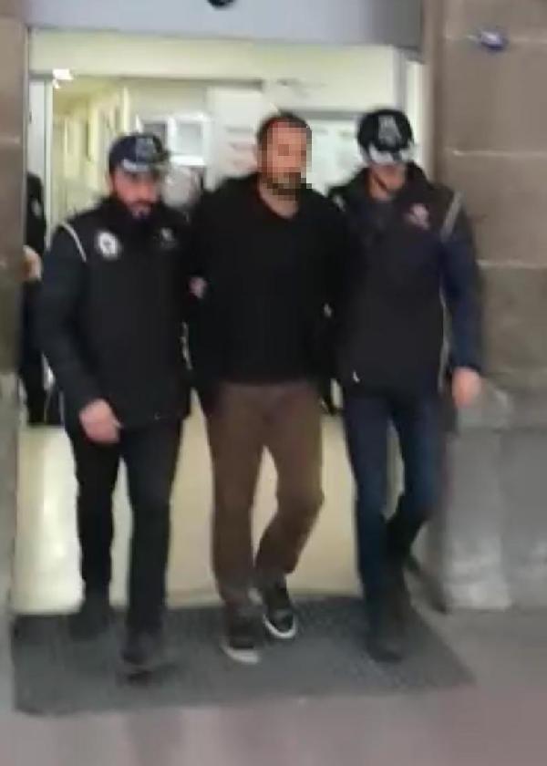 İzmir'de yakalanacağını anlayan terörist boğazını kesti
