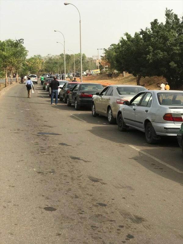 Nijerya'da benzin krizi büyüdü