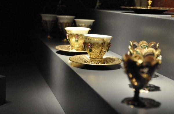Dolmabahçe Sarayı'nda 2 yeni salon sergiye açıldı