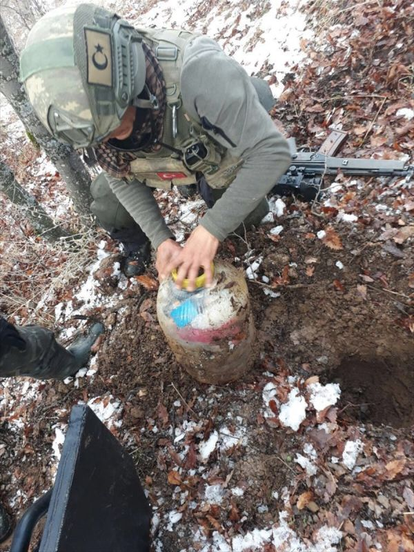 Bitlis'te PKK'nın patlayıcı malzemelerine el konuldu