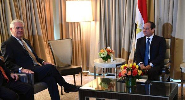 Sisi'nin Rex Tillerson karşısında ezildiği o an