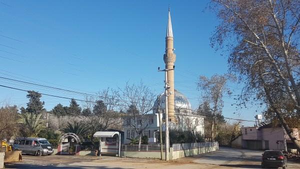 Cemaatin para toplayıp yardım ettiği şahıs camiyi soydu
