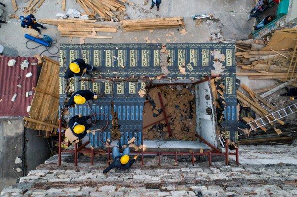Tarihi İrene Kulesi'nin bitişiğindeki yapı yıkılıyor