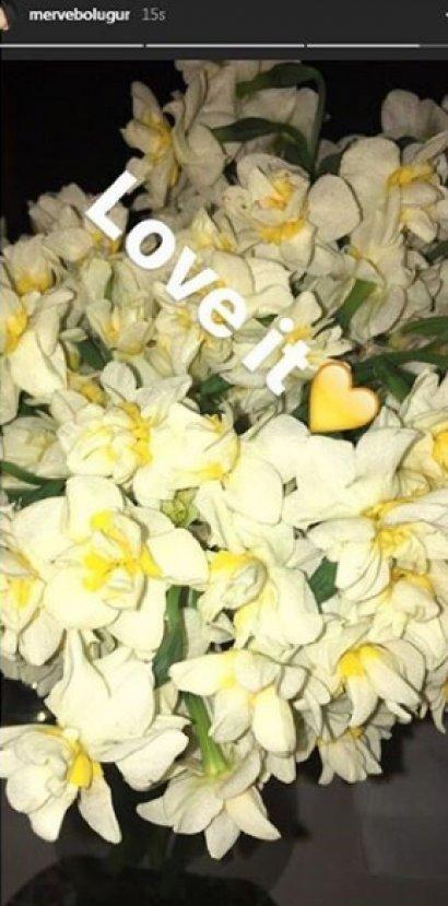Merve Boluğur'dan çiçekli nispet