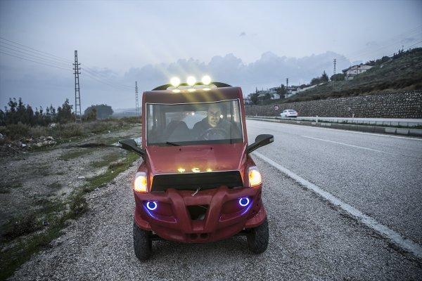 Suriyeli mühendis hurdadan güneş enerjili otomobil yaptı