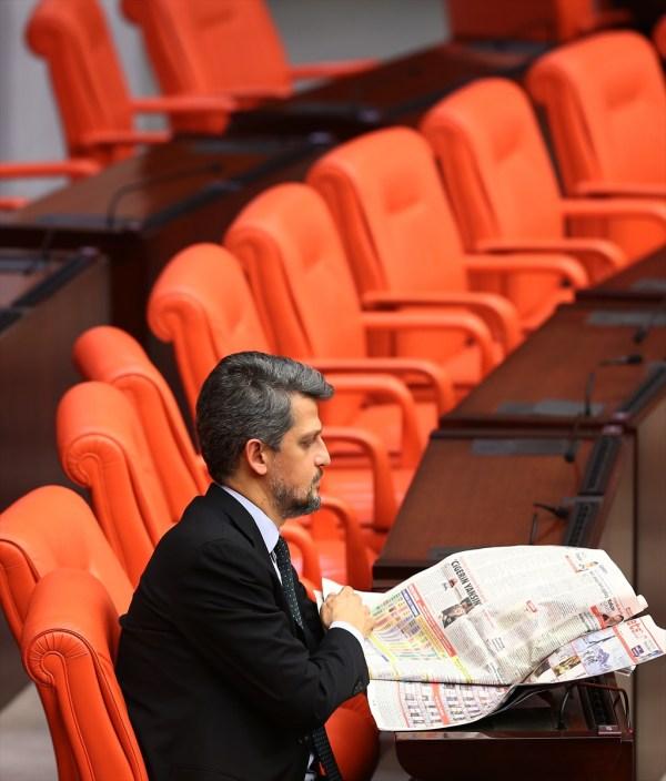 Bütçe görüşmelerinde Garo Paylan gazete okudu