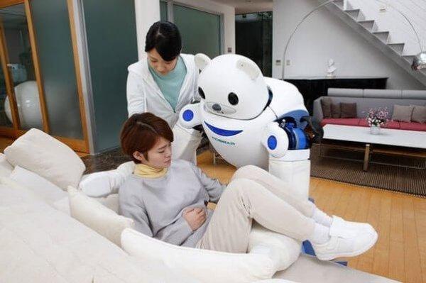 Japonya'da robotlar, yaşlıların bakımını üstlenecek