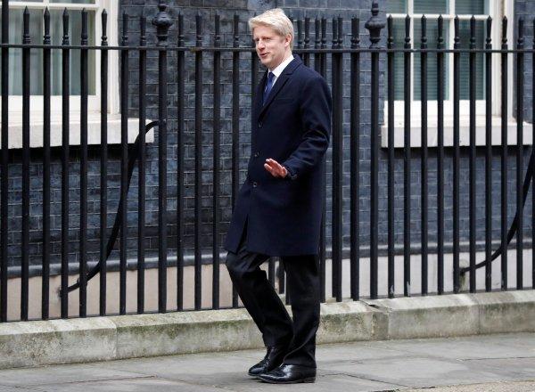 İngiliz kabinesinde Brexit istifaları sürüyor