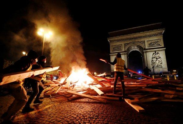Fransa'da şiddet olayları tavan yaptı