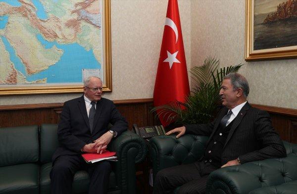 Bakan Akar'dan Jeffrey'e PKK/PYD uyarısı