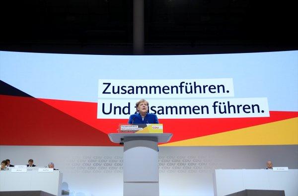 Merkel resmen veda etti