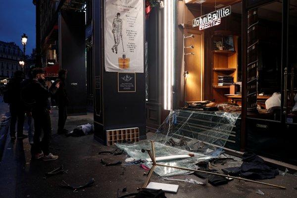 Fransa'da yağmalamalar meydana geldi
