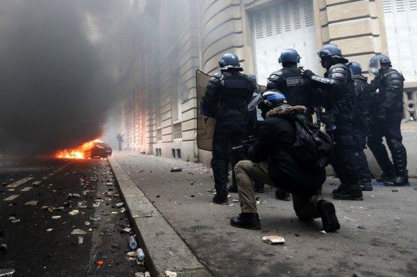 Macron özür dileyecek