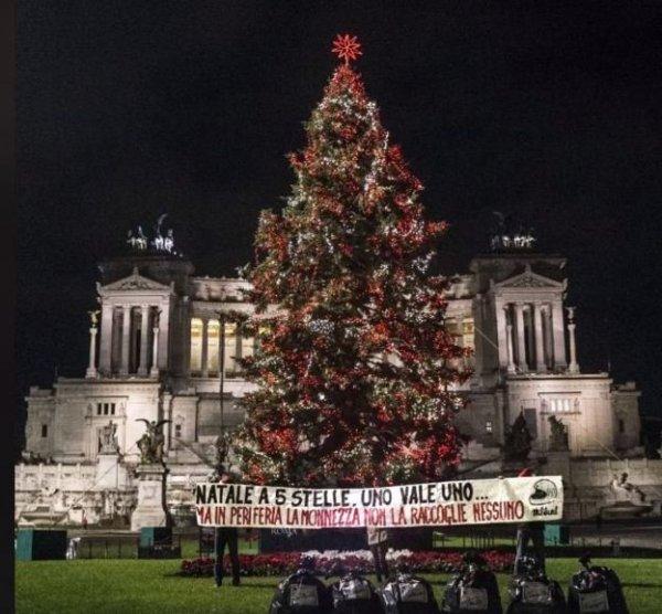 Roma'da Noel Babalı çöp protestosu