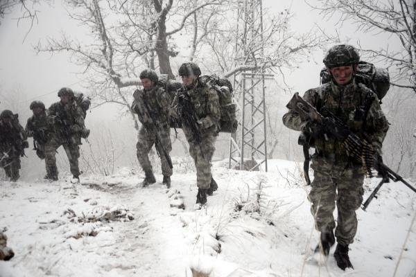Komandoların 1750 rakımda terör operasyonu
