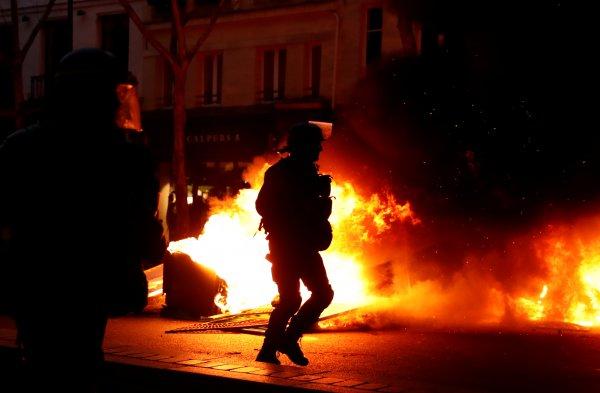 Fransa'da Sarı Yelekliler sekinci kez sokaklarda