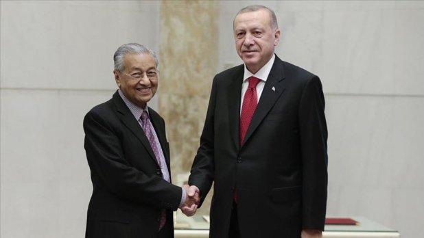 Malezya Başbakanı Mahathir görevi bırakıyor