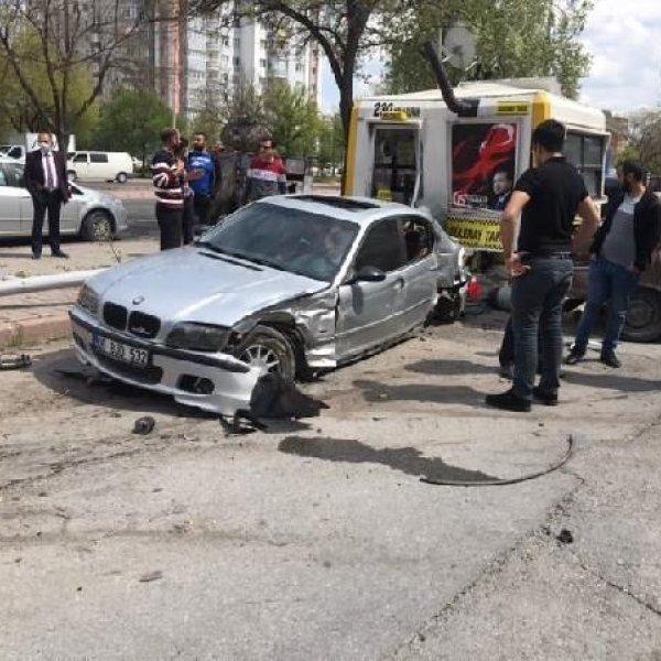 Kayseri'de kaldırımda otomobilin çarptığı yaya öldü