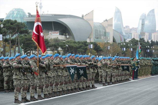 azerbaycanda askeri gecit toreni duzenlendi 6695 - Azerbaycan'da askeri geçit töreni düzenlendi