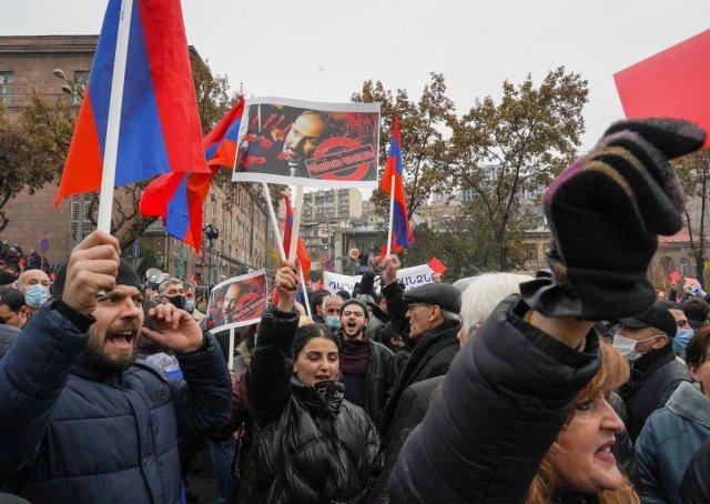 ermenistan 6662 - Ermenistan'da sokaklar karıştı
