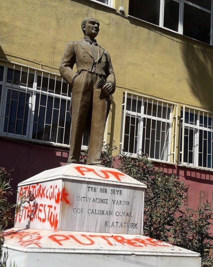 CHP den heykel saldırısına tepki: Lanetliyoruz #1