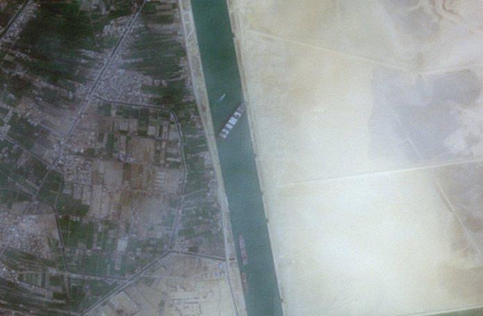 Süveyş Kanalı nda sıkışan yük gemisindeki mürettebatın sevinç anları #2