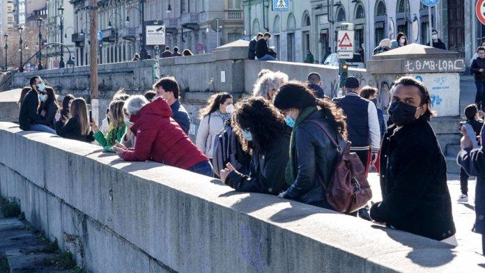 İtalya'da son 24 saatte 481 can kaybı #1