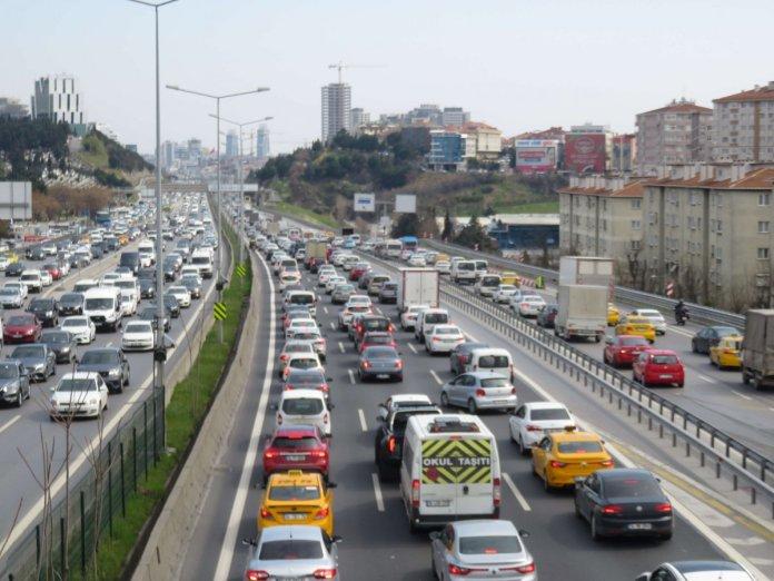 İstanbul da 56 saatlik kısıtlama öncesi trafik yoğunluğu #2
