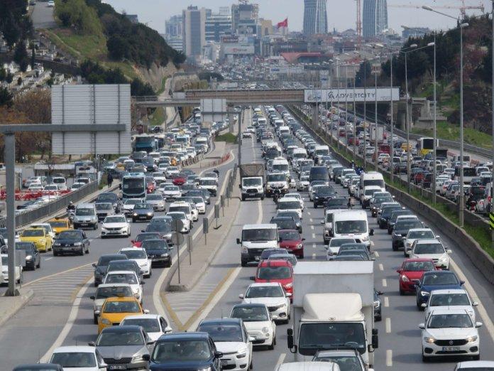 İstanbul da 56 saatlik kısıtlama öncesi trafik yoğunluğu #3