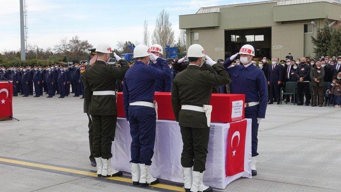 Şehit pilot Burak Gençcelep'in cenazesi Trabzon a getirildi #3