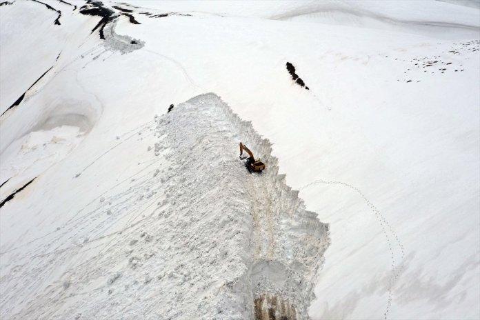 Muş'ta kar kalınlığı 15 metreyi geçti, köy yolu 1 haftada açılabildi  #5