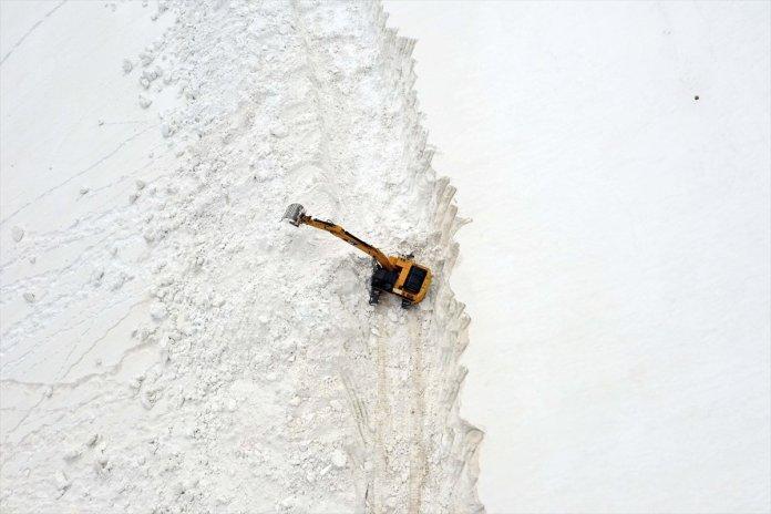 Muş'ta kar kalınlığı 15 metreyi geçti, köy yolu 1 haftada açılabildi  #3