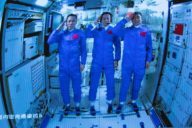 China's first space station has 120 kinds of food #1