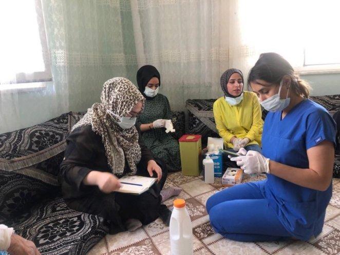 Convincing teams in Siirt go door to door explaining that the vaccine does not cause infertility #1