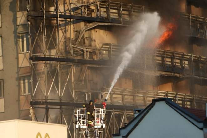 Fire in 15-storey building in Italy #6