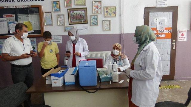 Diyarbakır'da öğrenciler aşı olmak için sıraya girdi #3