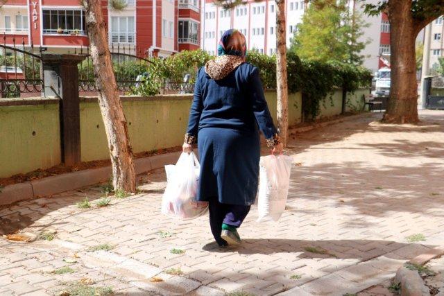 Sivas ta bir kişi müştemilatı bakkala çevirerek muhtaç ailelere yardım ediyor #1
