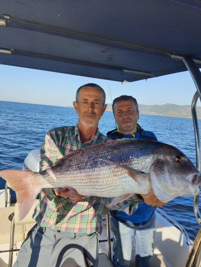 Çanakkale deki amatör balıkçı, 10 kiloluk balık yakaladı #3