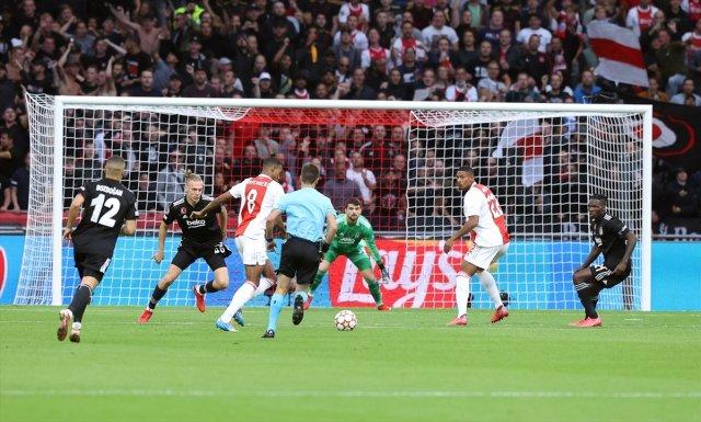 Wesley Sneijder: Beşiktaş ın golündeki faul kararı doğru #3